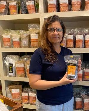 Babita Bhatt dejó su carrera en software para comenzar su propio negocio de productos naturales cultivados en el Himalaya.