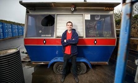 Chef Sam Pinnock junto a su antiguo quiosco Dodgem