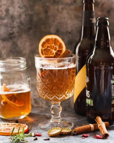 Cerveza caliente de Gemma Simmonite.