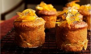 """""""Maravillosas notas dulces y picantes"""": pasteles con semillas de naranja y semillas de amapola."""