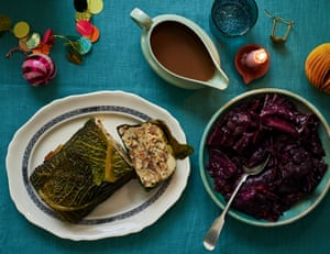 Felicity Cloake Christmas Nut Roast, Salsa Vegetariana y Col lombarda.