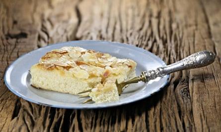 Es alemán y está lleno de mantequilla ... pastel de mantequilla alemán.