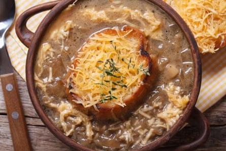 Sopa de cebolla francesa ... algunas sopas son más ricas que otras.