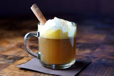 Invierno más cálido ... un cóctel de ron caliente con mantequilla.