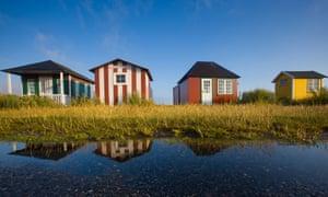 Casas junto al mar en la isla de Ærøskøbing, Dinamarca.
