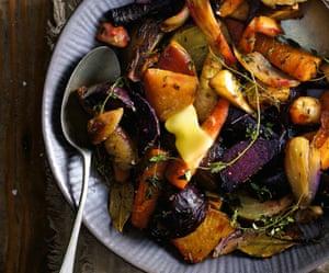 Vista aérea de verduras de invierno con mantequilla