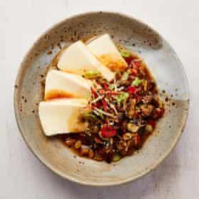 Caponata de Yotam Ottolenghi con tofu sedoso.