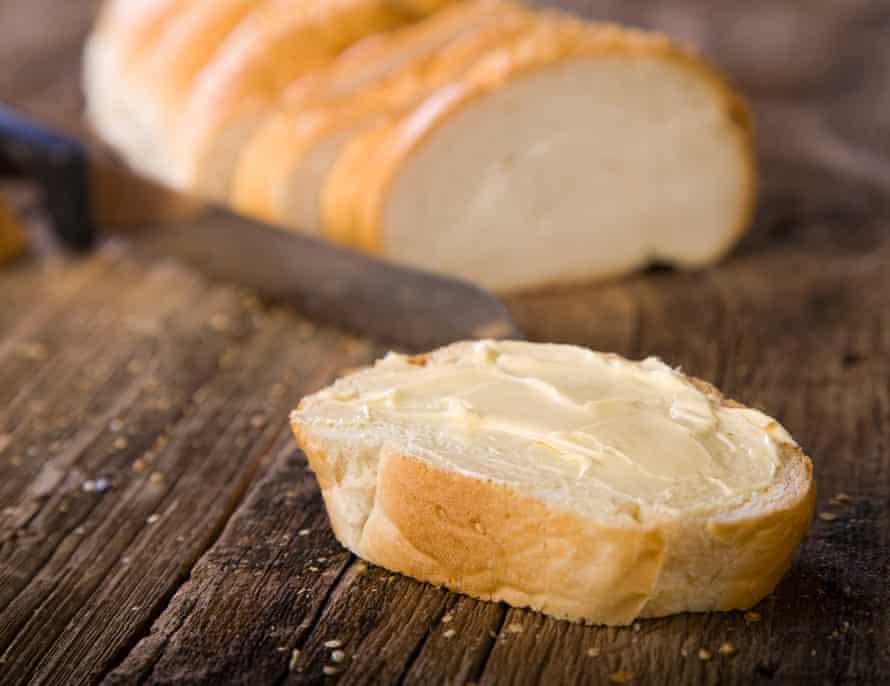 Pan blanco con mantequilla