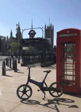 El GoCycle de Laura en el Londres desierto.