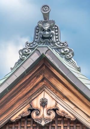 Onigawara (mosaico de máscara de duende) y Gegyo del templo budista Kanchi-in Shingon ubicado en Kioto, Japón, es uno de los tatchu (sub-templo) de To-ji