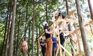 El Programa de sostenibilidad de raíces enseña métodos de construcción tradicionales.