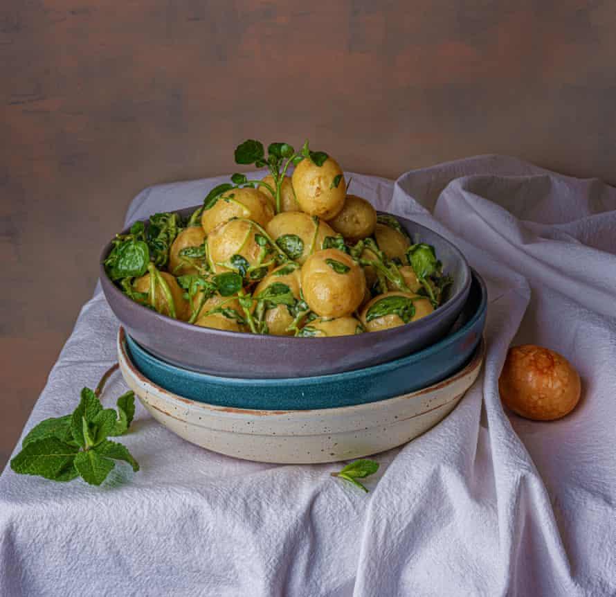 Patatas con mostaza y berros