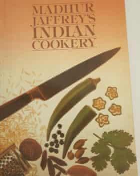 """""""El programa de la BBC me abrió los ojos. Todos nos apresuramos a comprar el libro adjunto """": Cocina india de Madhur Jaffrey."""