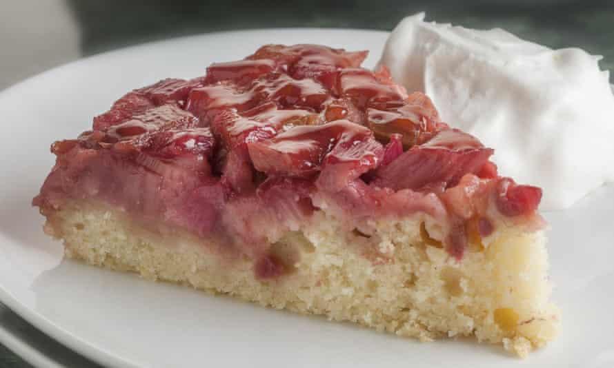 Sostén el azúcar ... el pastel de ruibarbo al revés.