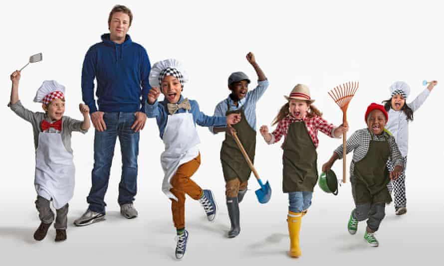 Jamie Oliver y niños de la escuela primaria Rotherfield