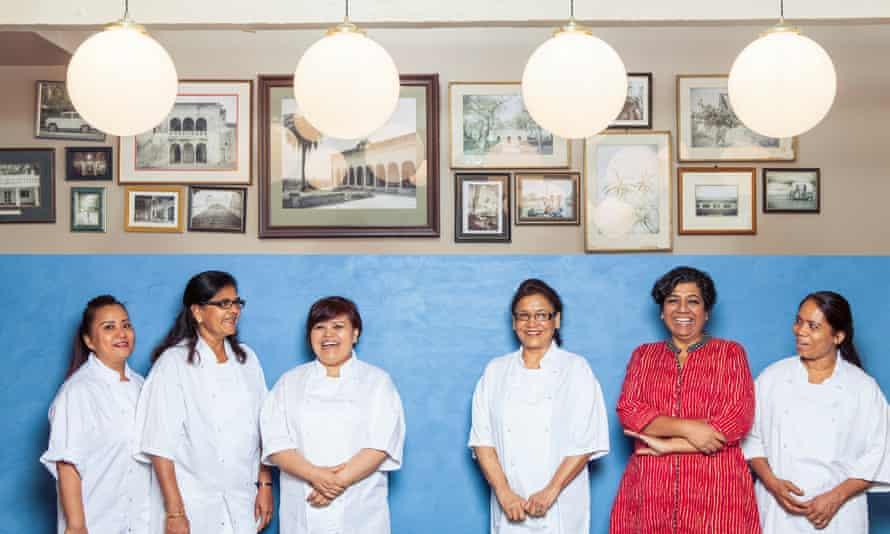 Asma Khan y su equipo en Darjeeling Express.