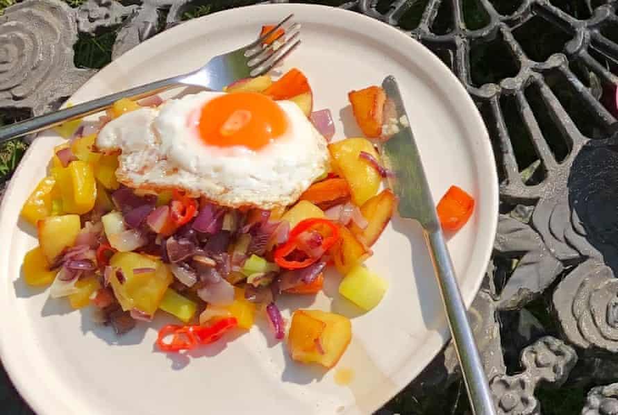 Hash de bloqueo con huevo frito.