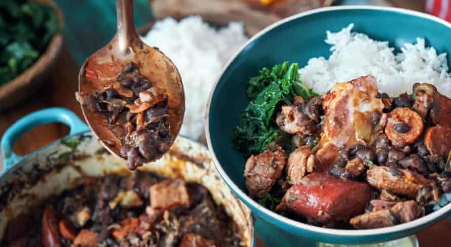 Feijoada - Guiso brasileño de frijoles negros y carne.
