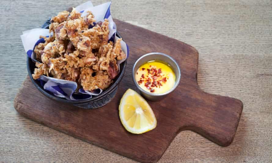 """""""Nuggets de calamar crujientes enviados por el diablo"""": chipirones."""
