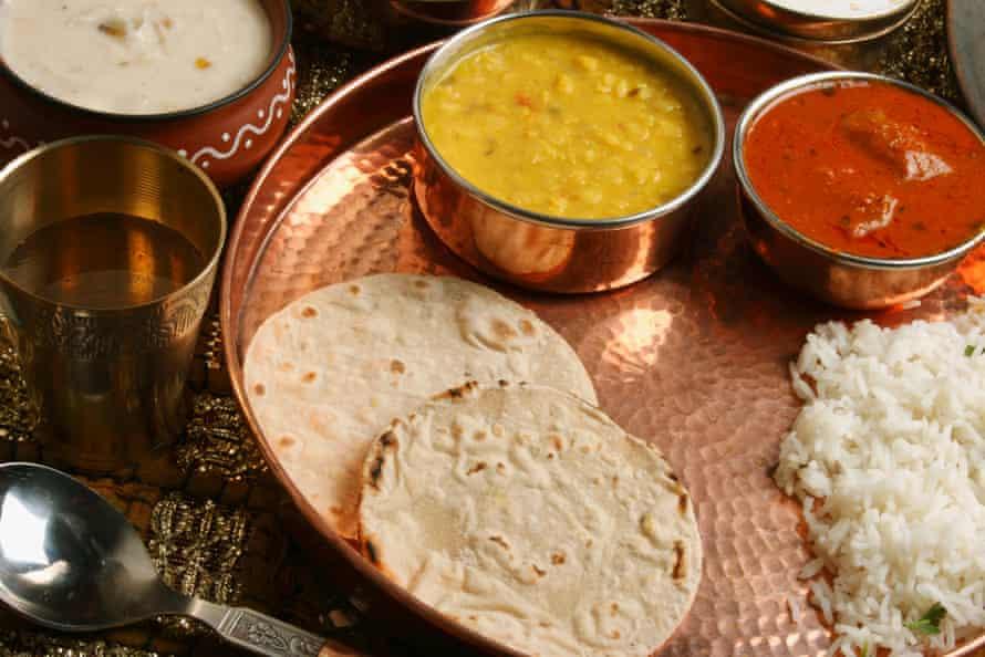 Bhakri jowar, un pan plano indio hecho con harina de sorgo