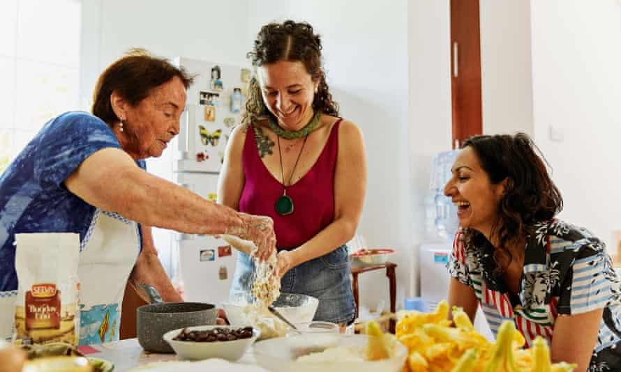 Yasmin en Chipre con Nahide Köşkeroğlu y Cizge Yalkin.