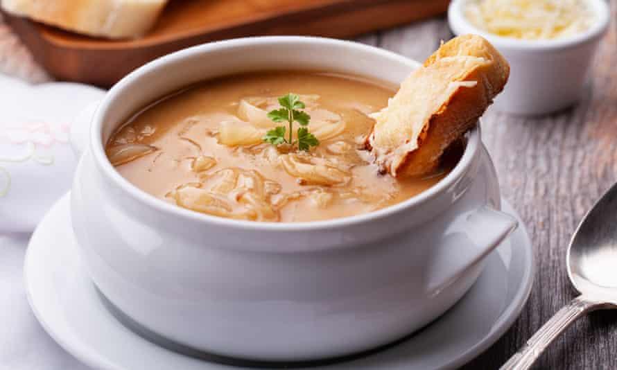 Sopa de cebolla francesa ... la sidra es una alternativa perfecta al vino.