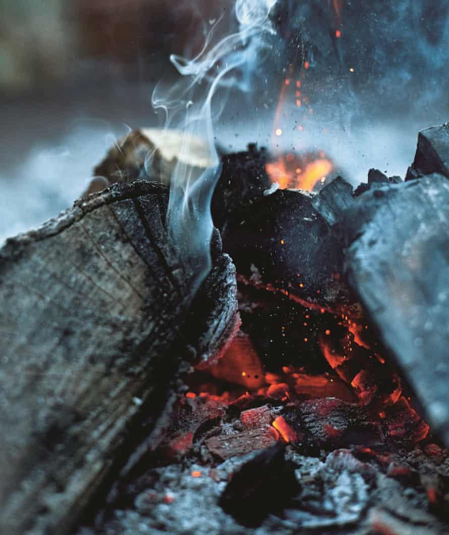 Honey & Co: Persiguiendo el humo. Carbones humeantes.