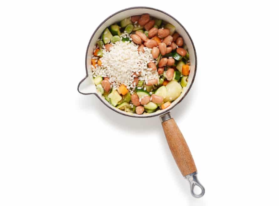 Felicity Cloake Verano 06 Minestrone: agregue los frijoles,. legumbres y / o arroz.