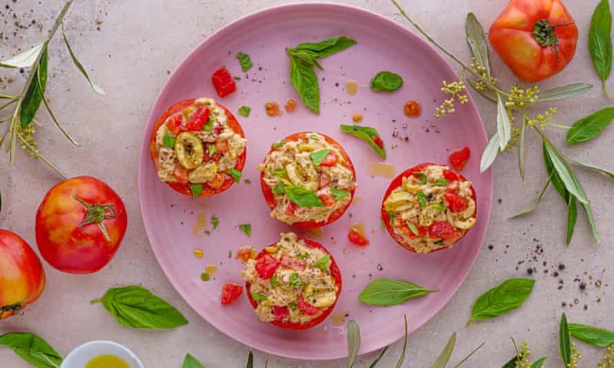 Los favoritos al aire libre: tomates rellenos de atún.