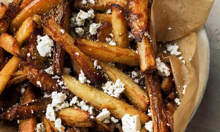 Chips horneados con orégano y feta.