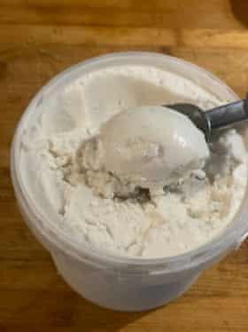 Helado de leche de coco vegano de Violet Bee.