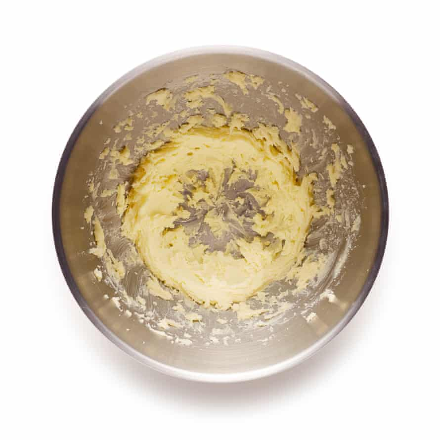 Pastel de albaricoque de Felicity Cloake Paso 5: Comience con el Frangipane