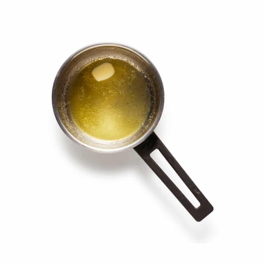 El clafoutis 6 de Felicity Cloake derrite la mantequilla.