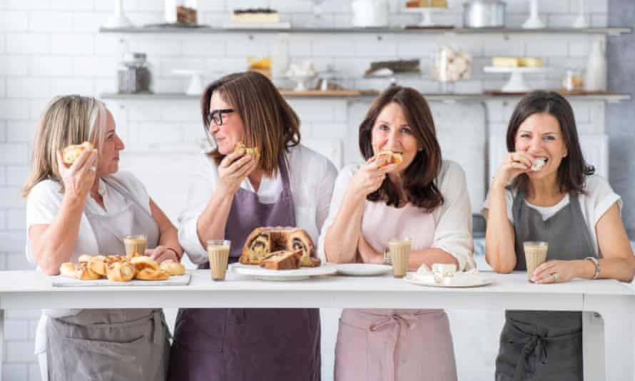 Lisa Goldberg (extremo izquierdo) es miembro fundador del Monday Morning Cooking Club, que recopila y conserva recetas judías.