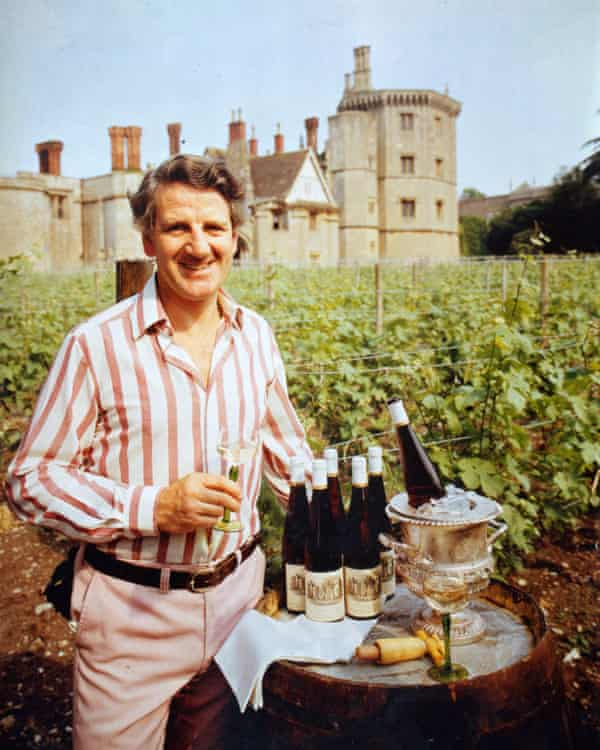 Kenneth Bell en Thornbury Castle, donde estableció un viñedo y una pocilga, así como un restaurante con estrella Michelin.