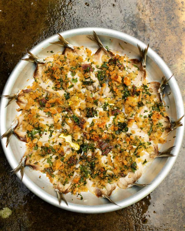 """""""Pídele al pescadero que esponje las sardinas, pero dales una advertencia decente"""": sardinas al horno con pan rallado."""