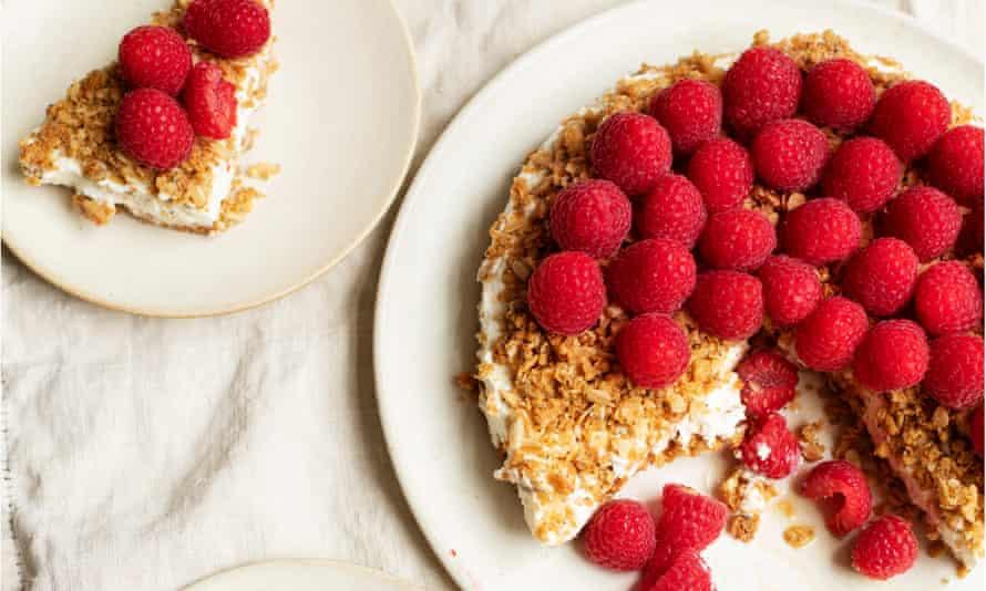 Alerta roja: este pastel de avena afrutado se suavizará maravillosamente durante la noche.