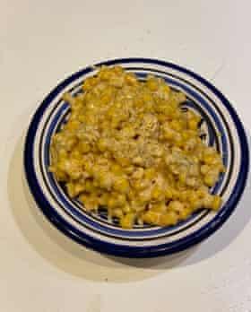 Benditamente simple: Creamy Corn de Edna Lewis y Scott Peacock.