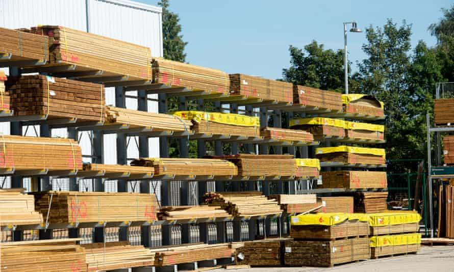 Algunos constructores informan que tienen dificultades para abastecerse. El precio de la madera, por ejemplo, se ha disparado.