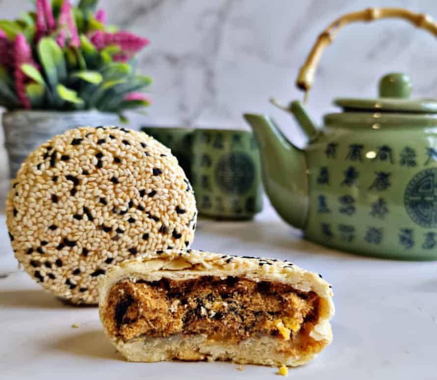El pastel de luna taiwanés del tercer trimestre más vendido de Amour Desserts, que se disfruta mejor con una tetera