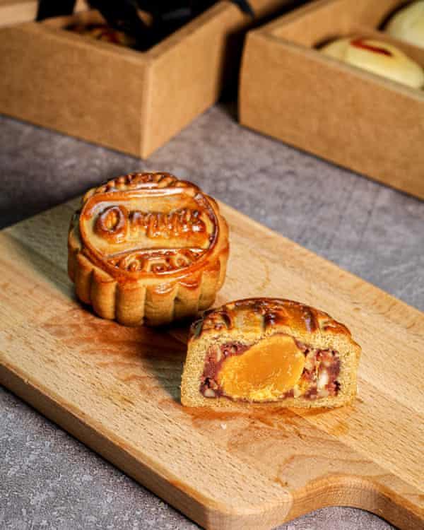 Pastel de luna de especialidad de Ommi's Food and Co
