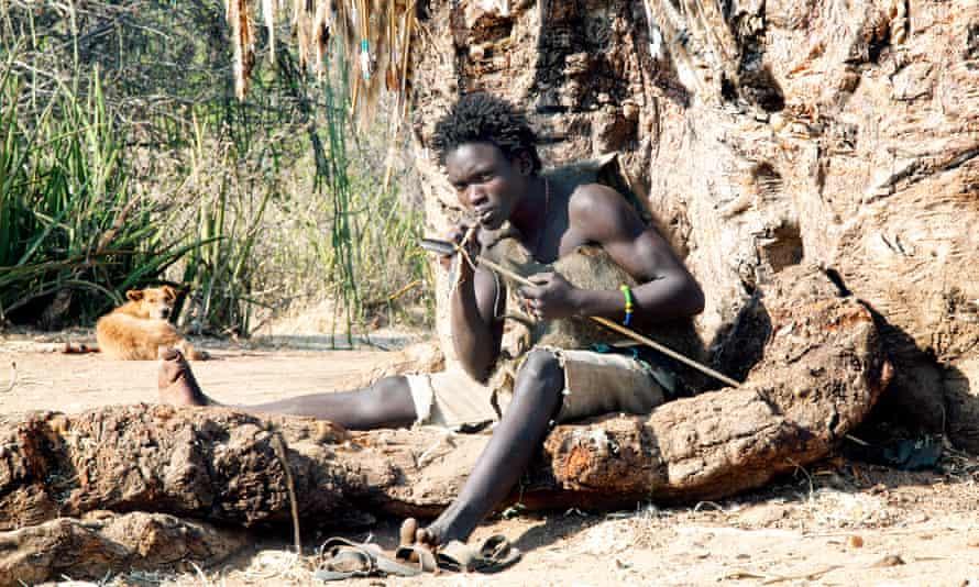 El pueblo Hadza de África Oriental se encuentra entre los últimos cazadores-recolectores del mundo.
