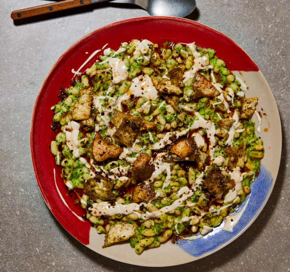 Ottolenghi Test Kitchen cannellini y tahini verdes