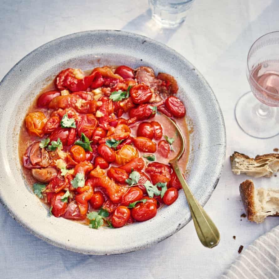 Ensalada de pimiento rojo y tomate.