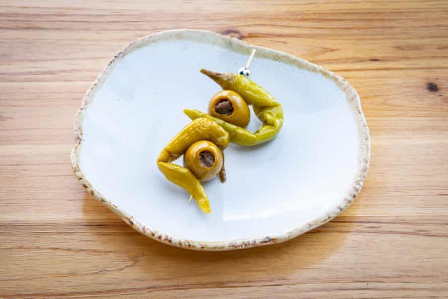 """La gilda, en Pick Up Pintxos, Folkestone: """"excelentes anchoas saladas rellenas de aceitunas gordal gordas""""."""
